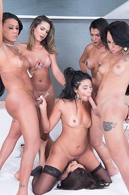 Nicolly Pantoja, Lohara Lomark, Lara Machado, Amanda Filaho and Sara Rosa