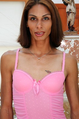 Sydney is a slender NYC tranny with legs for days! She is hoping to make her big break into the adult entertainment industry with that juicy cock